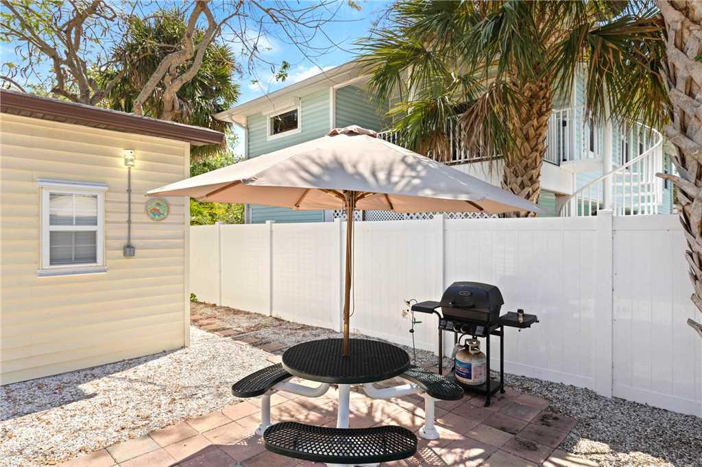 Mangrove Breeze Cottage Studio Walk to Beach Pet Friendly Sleeps 4 House/Cottage rental in Fort Myers Beach House Rentals in Fort Myers Beach Florida - #12