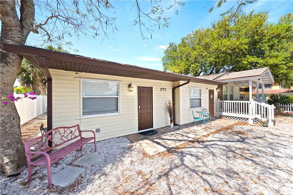 Mangrove Breeze Cottage Studio Walk to Beach Pet Friendly Sleeps 4 House/Cottage rental in Fort Myers Beach House Rentals in Fort Myers Beach Florida - #13