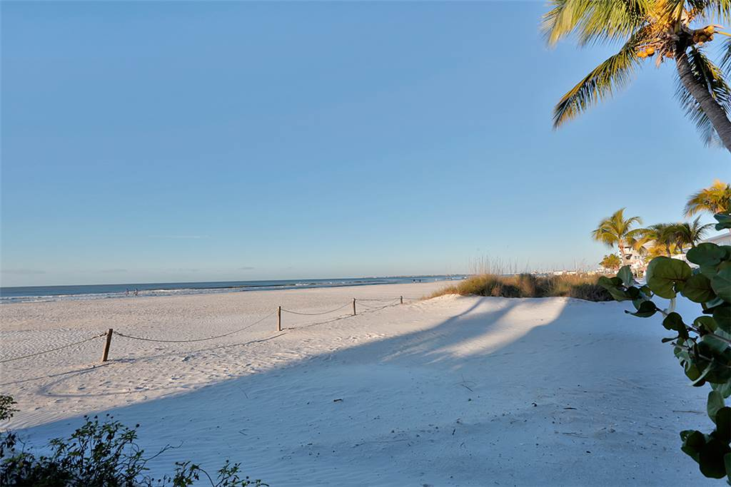 Miramar Beach House 4 Bedroom Private Heated Pool Spa Sleeps 8 House/Cottage rental in Fort Myers Beach House Rentals in Fort Myers Beach Florida - #28