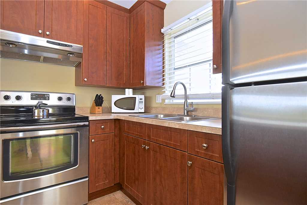 Mystic Dolphin 2 2 Bedrooms Walk to the Gulf Sleeps 6 WIFI House/Cottage rental in Fort Myers Beach House Rentals in Fort Myers Beach Florida - #10