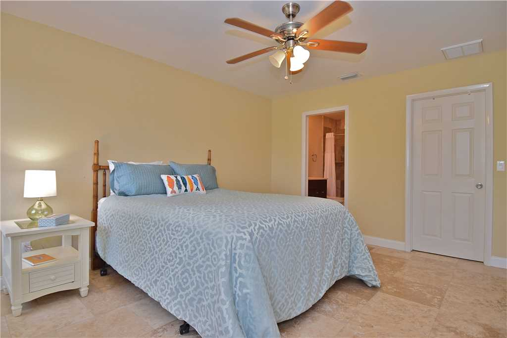 Mystic Dolphin 2 2 Bedrooms Walk to the Gulf Sleeps 6 WIFI House/Cottage rental in Fort Myers Beach House Rentals in Fort Myers Beach Florida - #12