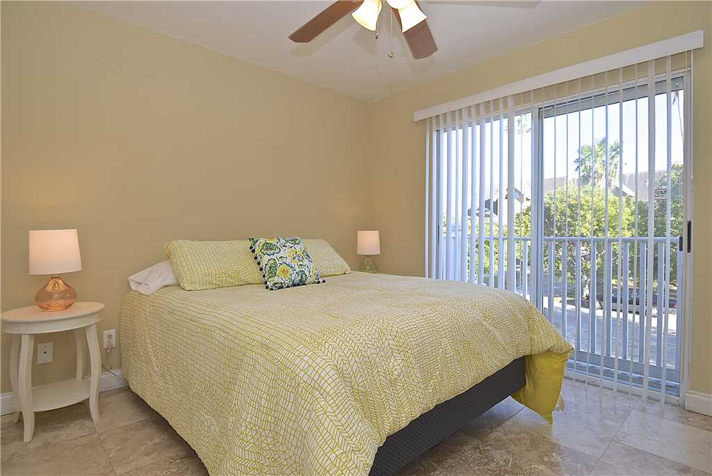Mystic Dolphin 2 2 Bedrooms Walk to the Gulf Sleeps 6 WIFI House/Cottage rental in Fort Myers Beach House Rentals in Fort Myers Beach Florida - #14