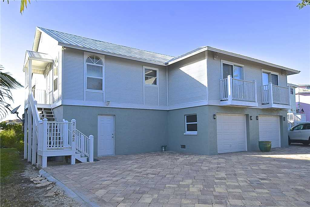 Mystic Dolphin 2 2 Bedrooms Walk to the Gulf Sleeps 6 WIFI House/Cottage rental in Fort Myers Beach House Rentals in Fort Myers Beach Florida - #21