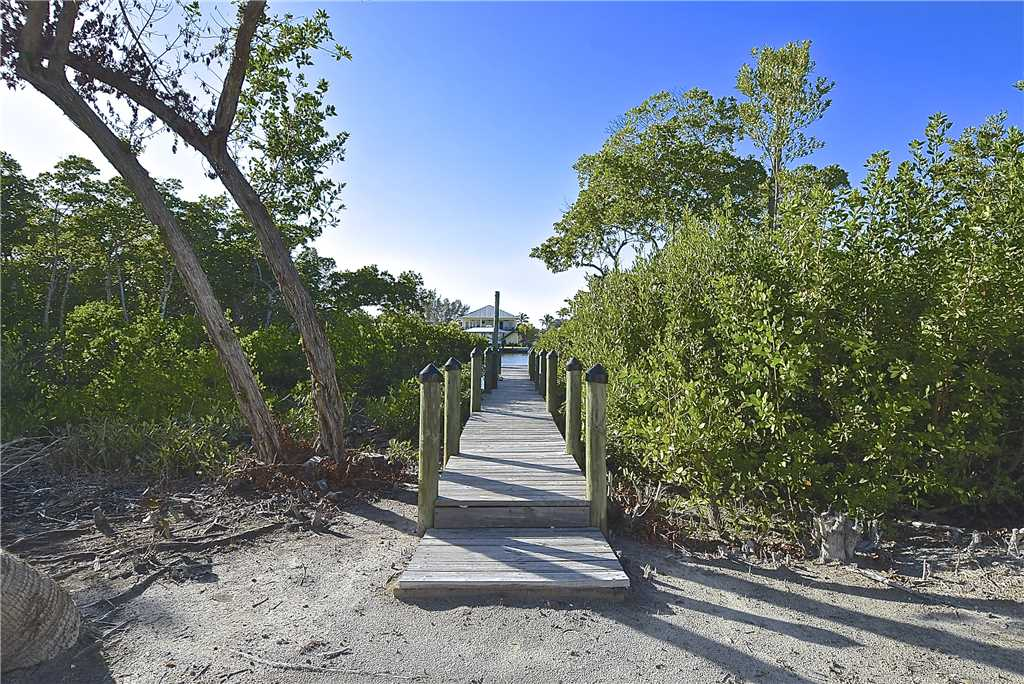 Mystic Dolphin 2 2 Bedrooms Walk to the Gulf Sleeps 6 WIFI House/Cottage rental in Fort Myers Beach House Rentals in Fort Myers Beach Florida - #22