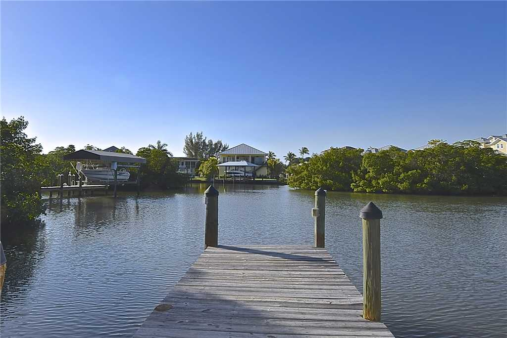 Mystic Dolphin 2 2 Bedrooms Walk to the Gulf Sleeps 6 WIFI House/Cottage rental in Fort Myers Beach House Rentals in Fort Myers Beach Florida - #23