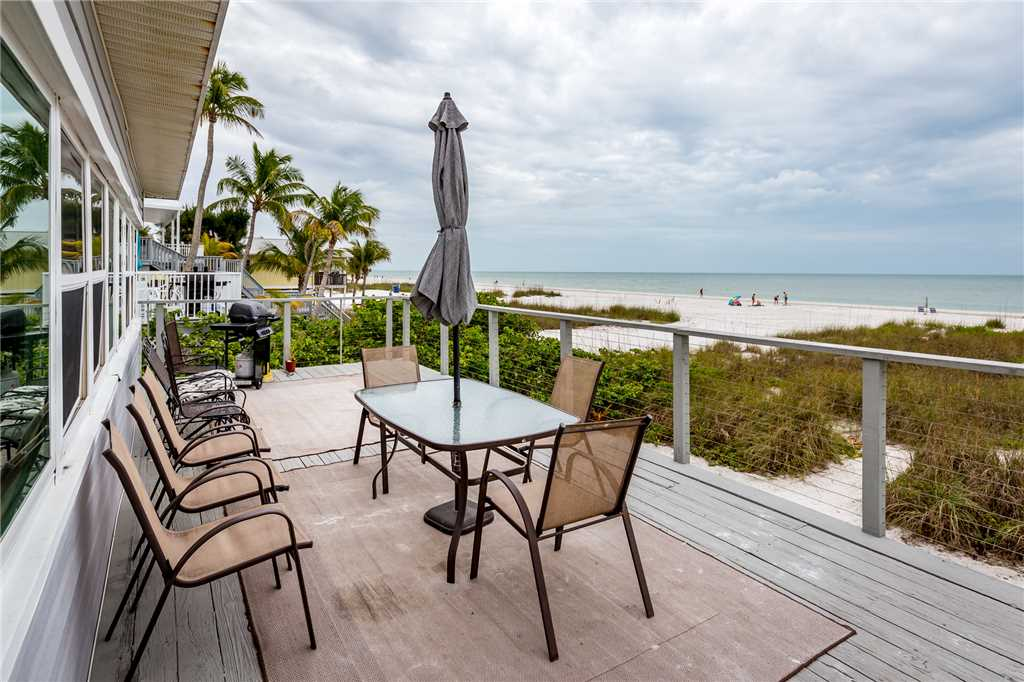 Sandy Toes Cottage 2 Bedrooms Beach Front WiFi Sleeps 6