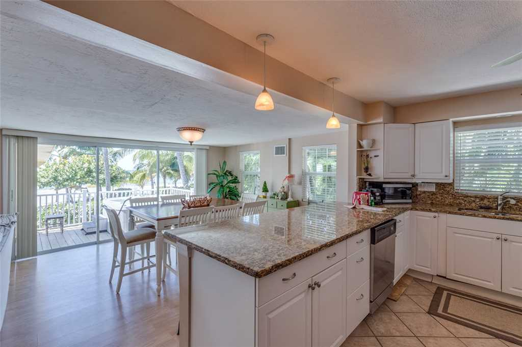 Tropical Paradise 3 Bedrooms Gulf Beach Front Heated Spa Sleeps 8 House/Cottage rental in Fort Myers Beach House Rentals in Fort Myers Beach Florida - #8