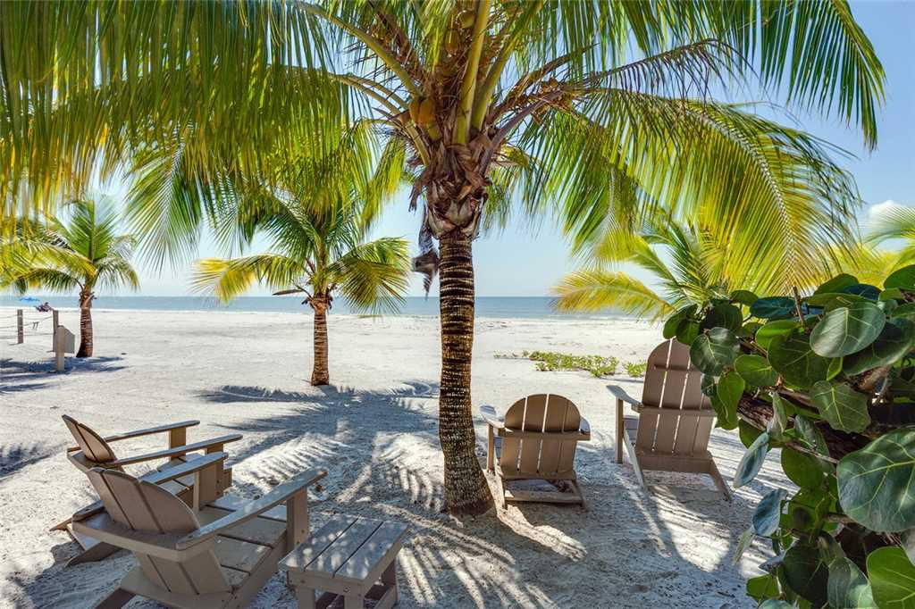 Tropical Paradise 3 Bedrooms Gulf Beach Front Heated Spa Sleeps 8 House/Cottage rental in Fort Myers Beach House Rentals in Fort Myers Beach Florida - #22