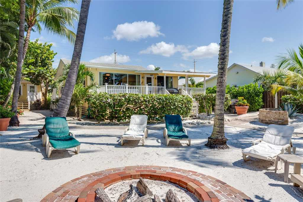 Tropical Paradise 3 Bedrooms Gulf Beach Front Heated Spa Sleeps 8 House/Cottage rental in Fort Myers Beach House Rentals in Fort Myers Beach Florida - #24
