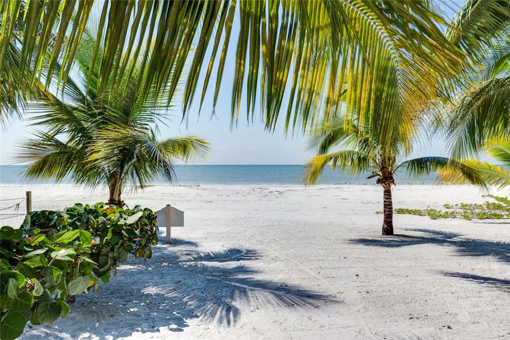 Tropical Paradise 3 Bedrooms Gulf Beach Front Heated Spa Sleeps 8 House/Cottage rental in Fort Myers Beach House Rentals in Fort Myers Beach Florida - #26