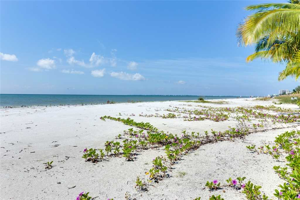 Tropical Paradise 3 Bedrooms Gulf Beach Front Heated Spa Sleeps 8 House/Cottage rental in Fort Myers Beach House Rentals in Fort Myers Beach Florida - #29