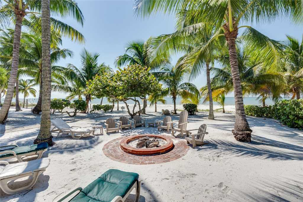 Tropical Paradise 3 Bedrooms Gulf Beach Front Heated Spa Sleeps 8 House/Cottage rental in Fort Myers Beach House Rentals in Fort Myers Beach Florida - #30