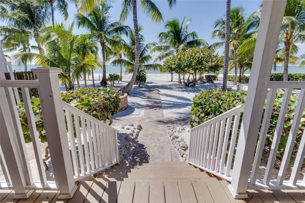 Tropical Paradise Manor 4 Bedrooms Gulf Front Sleeps 12 House/Cottage rental in Fort Myers Beach House Rentals in Fort Myers Beach Florida - #3