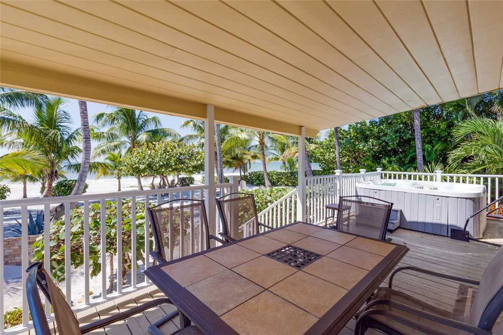Tropical Paradise Manor 4 Bedrooms Gulf Front Sleeps 12 House/Cottage rental in Fort Myers Beach House Rentals in Fort Myers Beach Florida - #4