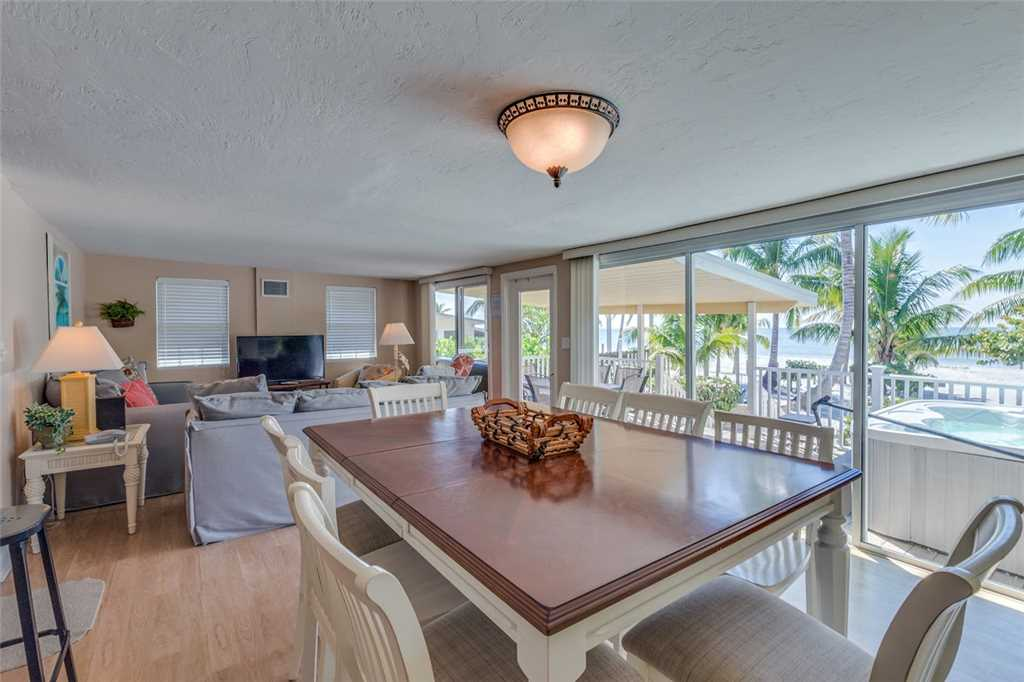 Tropical Paradise Manor 4 Bedrooms Gulf Front Sleeps 12 House/Cottage rental in Fort Myers Beach House Rentals in Fort Myers Beach Florida - #6