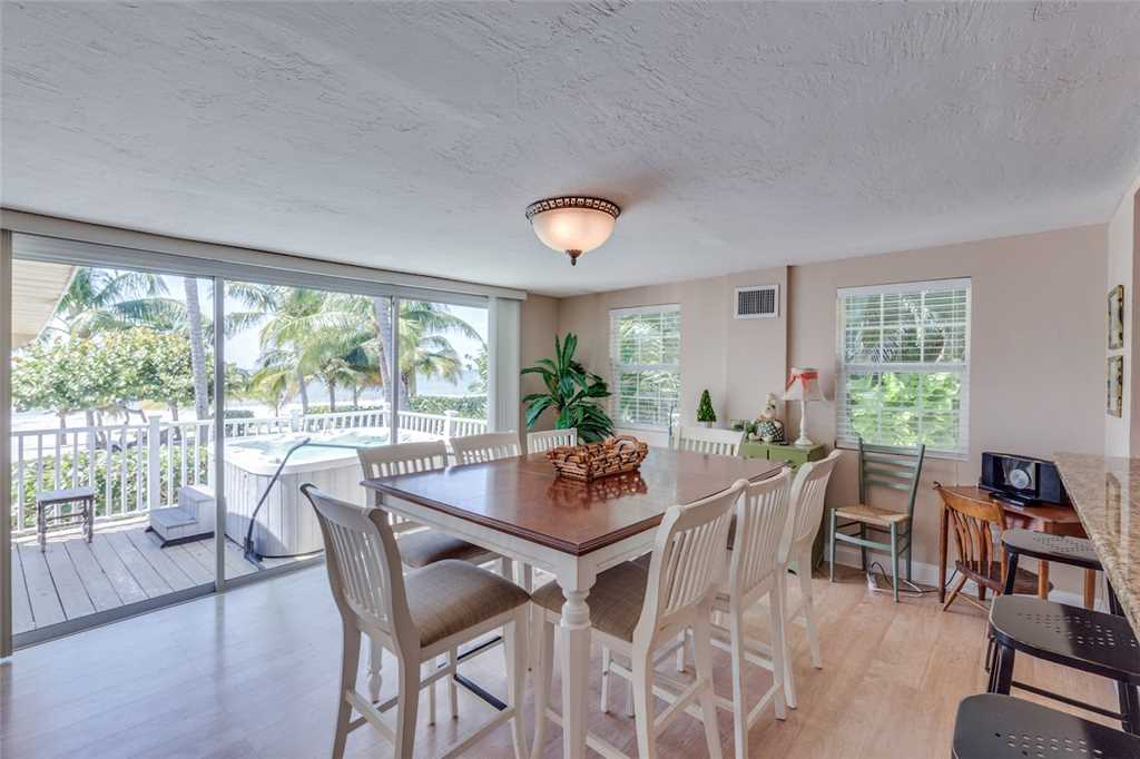 Tropical Paradise Manor 4 Bedrooms Gulf Front Sleeps 12 House/Cottage rental in Fort Myers Beach House Rentals in Fort Myers Beach Florida - #7