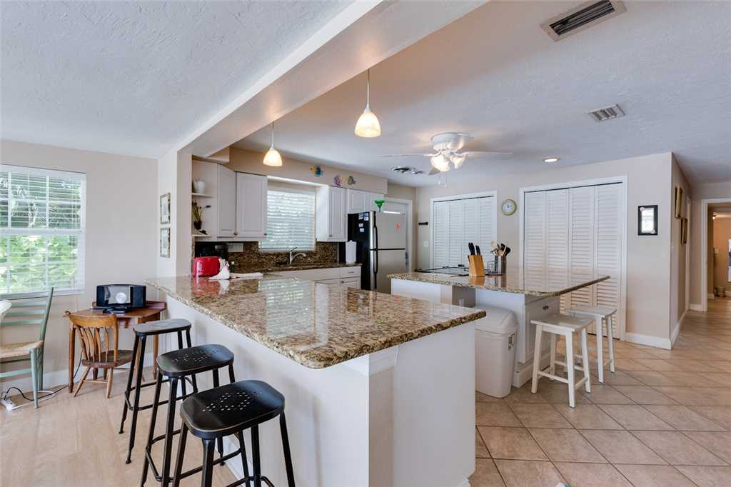 Tropical Paradise Manor 4 Bedrooms Gulf Front Sleeps 12 House/Cottage rental in Fort Myers Beach House Rentals in Fort Myers Beach Florida - #8
