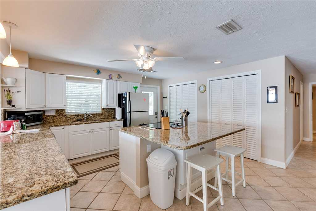 Tropical Paradise Manor 4 Bedrooms Gulf Front Sleeps 12 House/Cottage rental in Fort Myers Beach House Rentals in Fort Myers Beach Florida - #9