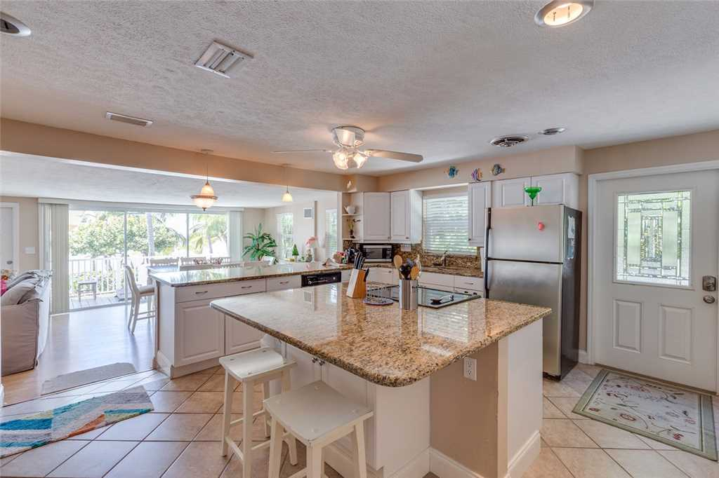 Tropical Paradise Manor 4 Bedrooms Gulf Front Sleeps 12 House/Cottage rental in Fort Myers Beach House Rentals in Fort Myers Beach Florida - #11