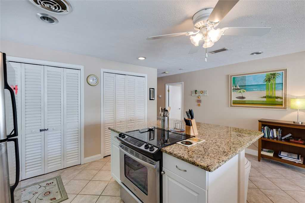 Tropical Paradise Manor 4 Bedrooms Gulf Front Sleeps 12 House/Cottage rental in Fort Myers Beach House Rentals in Fort Myers Beach Florida - #13