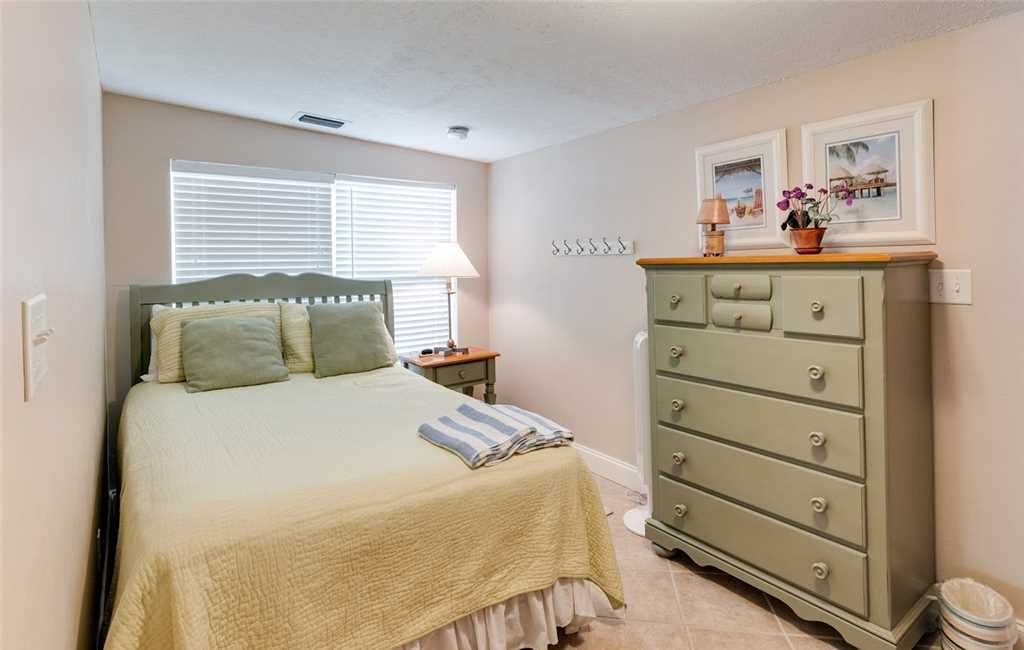 Tropical Paradise Manor 4 Bedrooms Gulf Front Sleeps 12 House/Cottage rental in Fort Myers Beach House Rentals in Fort Myers Beach Florida - #20
