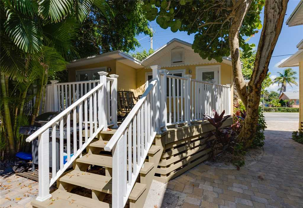 Tropical Paradise Manor 4 Bedrooms Gulf Front Sleeps 12 House/Cottage rental in Fort Myers Beach House Rentals in Fort Myers Beach Florida - #23