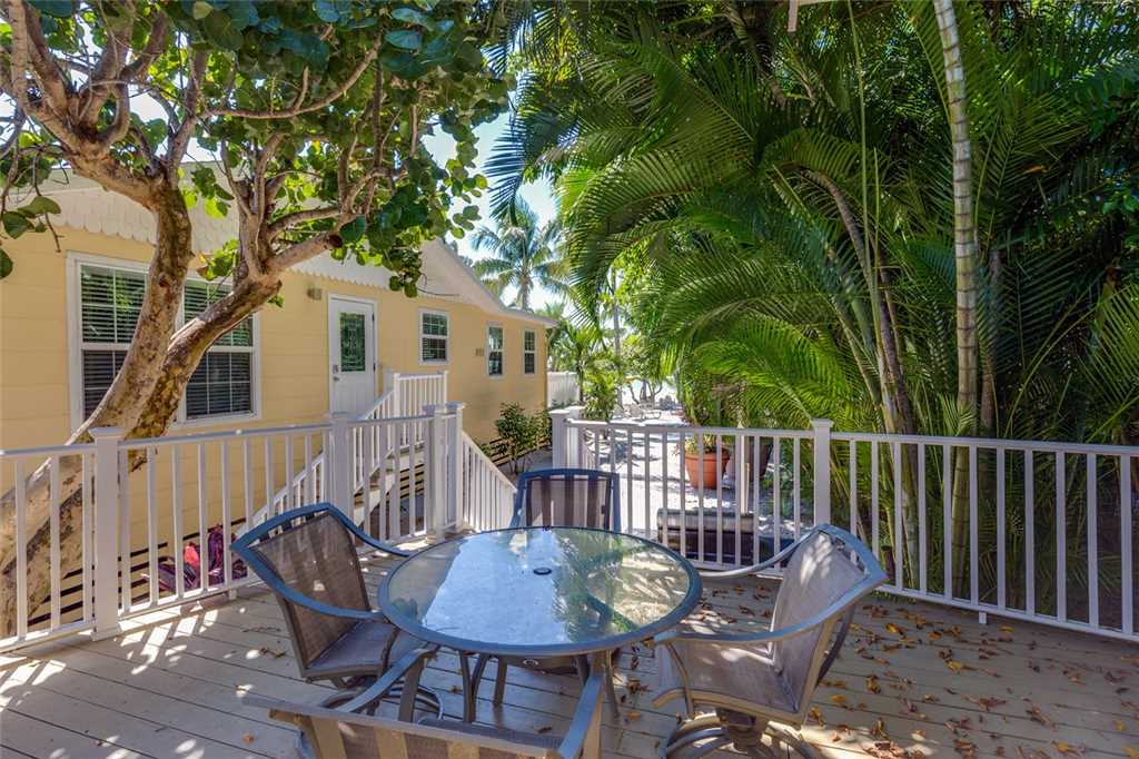 Tropical Paradise Manor 4 Bedrooms Gulf Front Sleeps 12 House/Cottage rental in Fort Myers Beach House Rentals in Fort Myers Beach Florida - #26