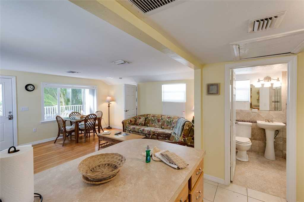 Tropical Paradise Manor 4 Bedrooms Gulf Front Sleeps 12 House/Cottage rental in Fort Myers Beach House Rentals in Fort Myers Beach Florida - #30