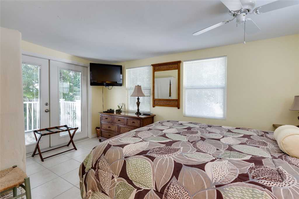 Tropical Paradise Manor 4 Bedrooms Gulf Front Sleeps 12 House/Cottage rental in Fort Myers Beach House Rentals in Fort Myers Beach Florida - #31