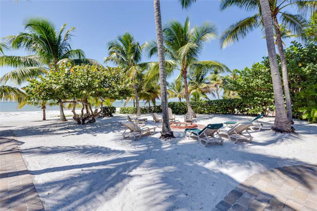Tropical Paradise Manor 4 Bedrooms Gulf Front Sleeps 12 House/Cottage rental in Fort Myers Beach House Rentals in Fort Myers Beach Florida - #38