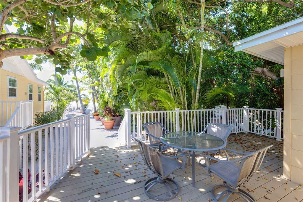 Tropical Paradise Manor 4 Bedrooms Gulf Front Sleeps 12