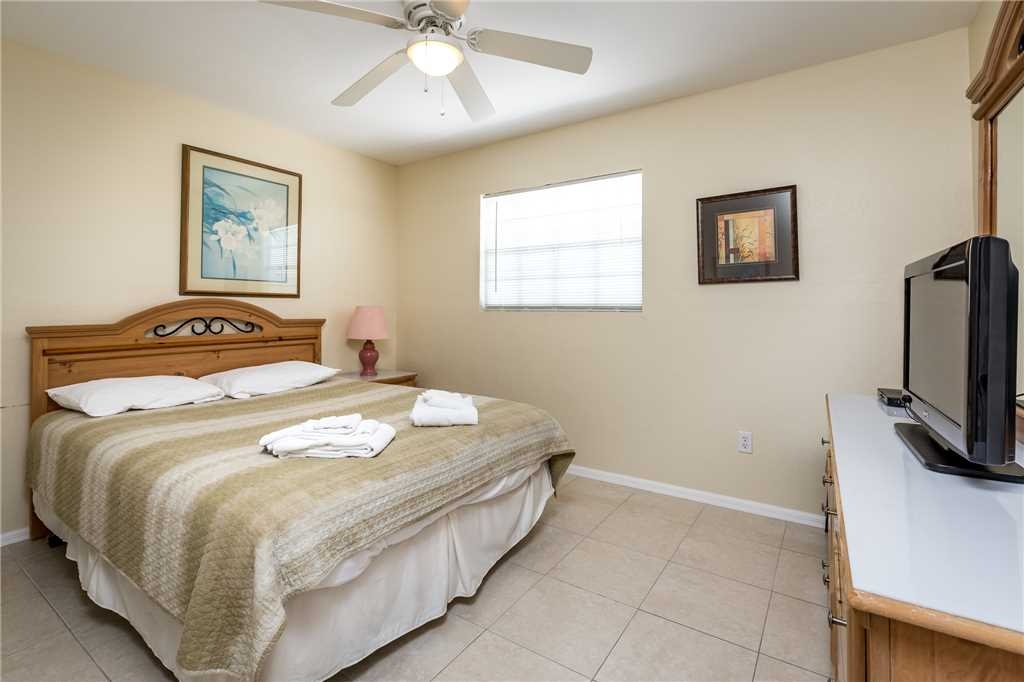 Tropical Shores Upper Level 4 Bedroom Private Heated Pool Sleeps 12 House / Cottage rental in Fort Myers Beach House Rentals in Fort Myers Beach Florida - #9