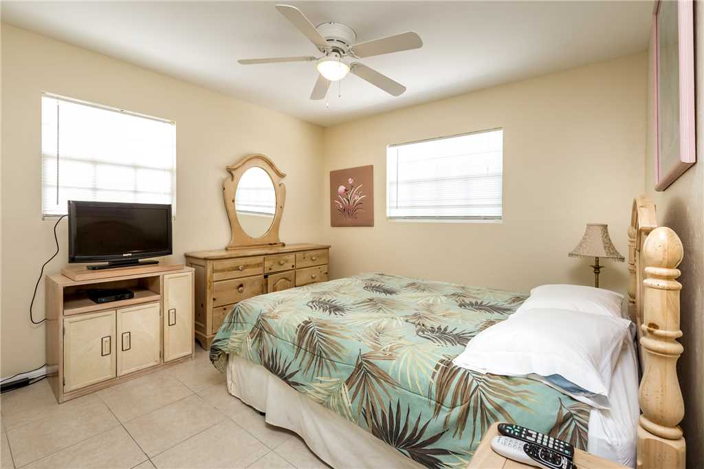 Tropical Shores Upper Level 4 Bedroom Private Heated Pool Sleeps 12 House / Cottage rental in Fort Myers Beach House Rentals in Fort Myers Beach Florida - #18