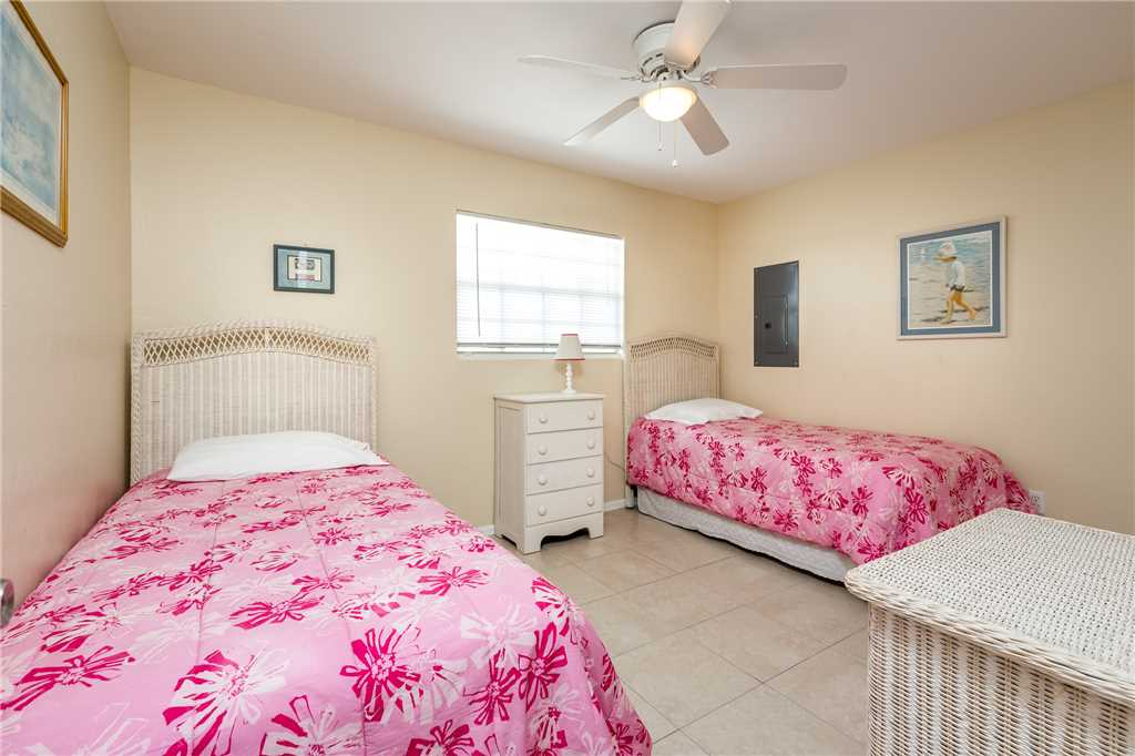 Tropical Shores Upper Level 4 Bedroom Private Heated Pool Sleeps 12 House / Cottage rental in Fort Myers Beach House Rentals in Fort Myers Beach Florida - #20