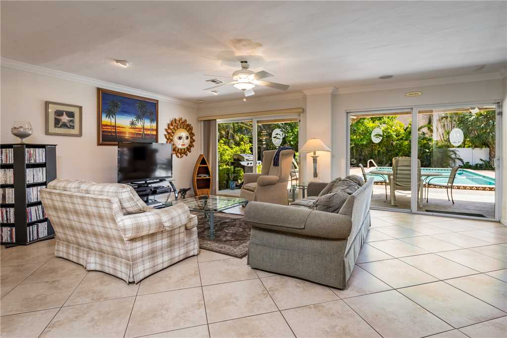 USS Gulf Breeze Beach 5 BR and Loft  Private Pool Gulf Views Sleeps 16 House/Cottage rental in Fort Myers Beach House Rentals in Fort Myers Beach Florida - #2