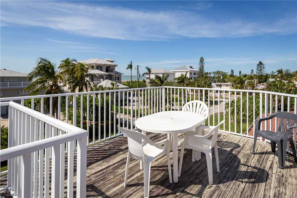 USS Gulf Breeze Beach 5 BR and Loft  Private Pool Gulf Views Sleeps 16 House/Cottage rental in Fort Myers Beach House Rentals in Fort Myers Beach Florida - #4