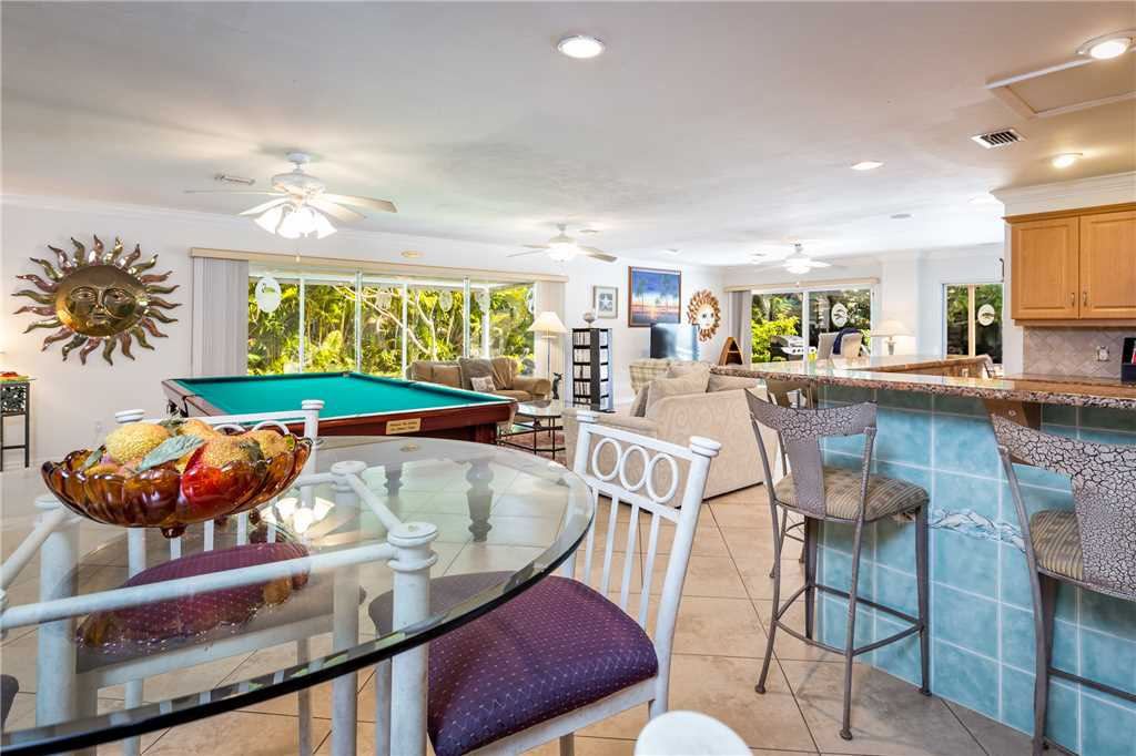 USS Gulf Breeze Beach 5 BR and Loft  Private Pool Gulf Views Sleeps 16 House/Cottage rental in Fort Myers Beach House Rentals in Fort Myers Beach Florida - #10