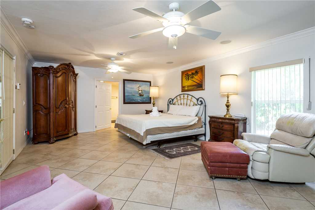 USS Gulf Breeze Beach 5 BR and Loft  Private Pool Gulf Views Sleeps 16 House/Cottage rental in Fort Myers Beach House Rentals in Fort Myers Beach Florida - #17