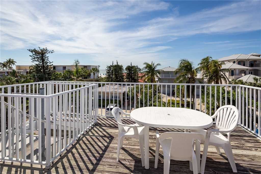USS Gulf Breeze Beach 5 BR and Loft  Private Pool Gulf Views Sleeps 16 House/Cottage rental in Fort Myers Beach House Rentals in Fort Myers Beach Florida - #25