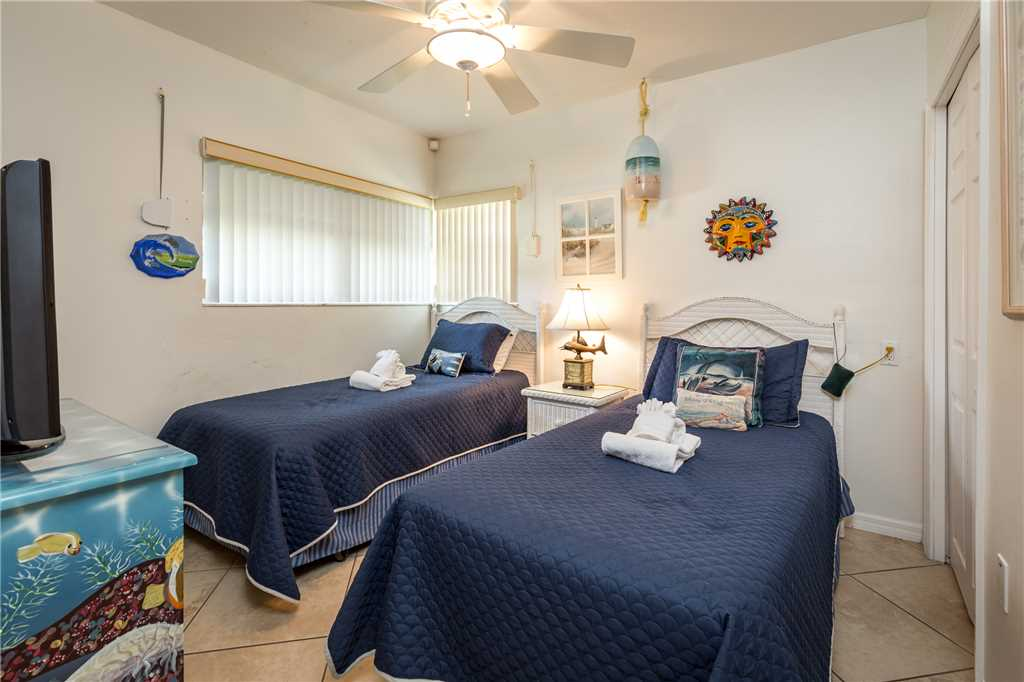USS Gulf Breeze Beach 5 BR and Loft  Private Pool Gulf Views Sleeps 16 House/Cottage rental in Fort Myers Beach House Rentals in Fort Myers Beach Florida - #29