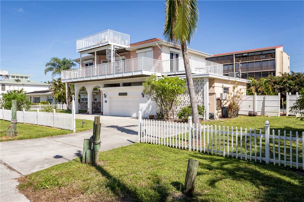 USS Gulf Breeze Beach 5 BR and Loft  Private Pool Gulf Views Sleeps 16 House/Cottage rental in Fort Myers Beach House Rentals in Fort Myers Beach Florida - #41