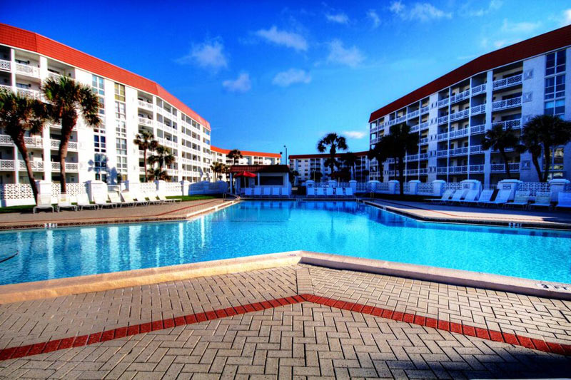Swimming pool and sundeck at El Matador Fort Walton Beach