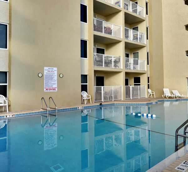 Huge pool at Island Echos Condominiums in Fort Walton Florida