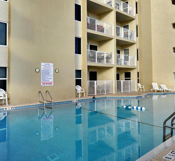 Huge pool at Island Echos Condominiums in Fort Walton Florida