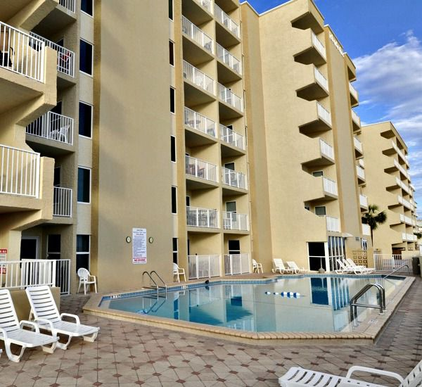 Large pool deck at Island Echos Condominiums in Fort Walton Florida