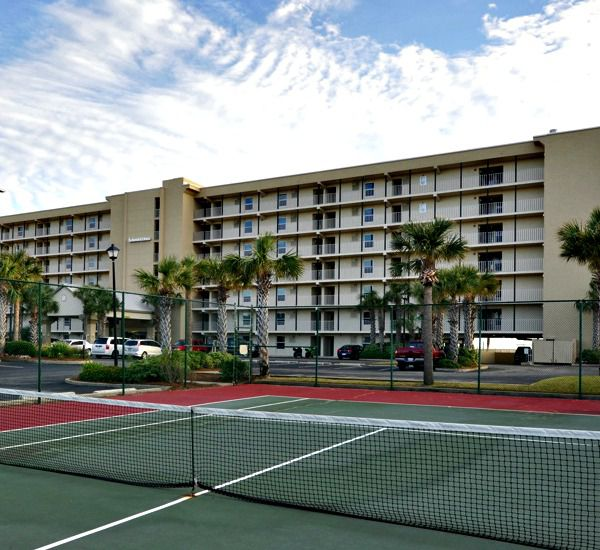 Tennis courts at Island Echos Condominiums in Fort Walton Florida