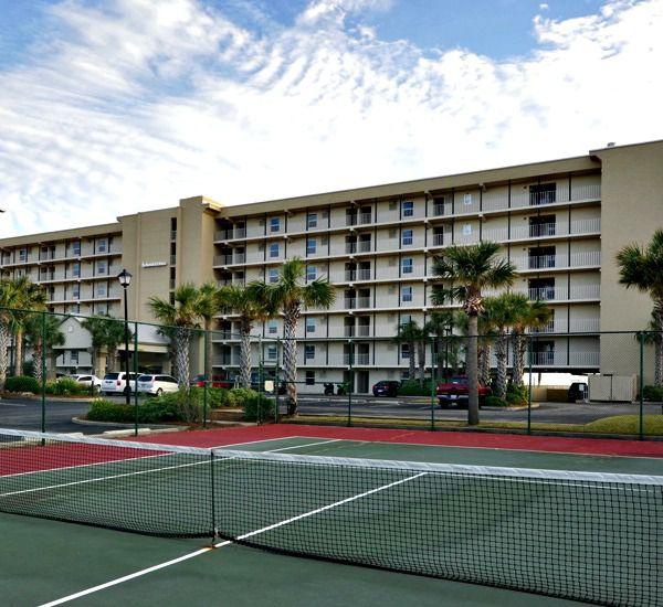 Tennis courts at Island Echos Condominiums in Fort Walton Florida