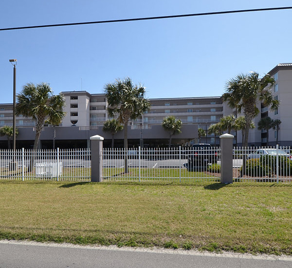 Exterior view from the street at Island Princess Fort Walton
