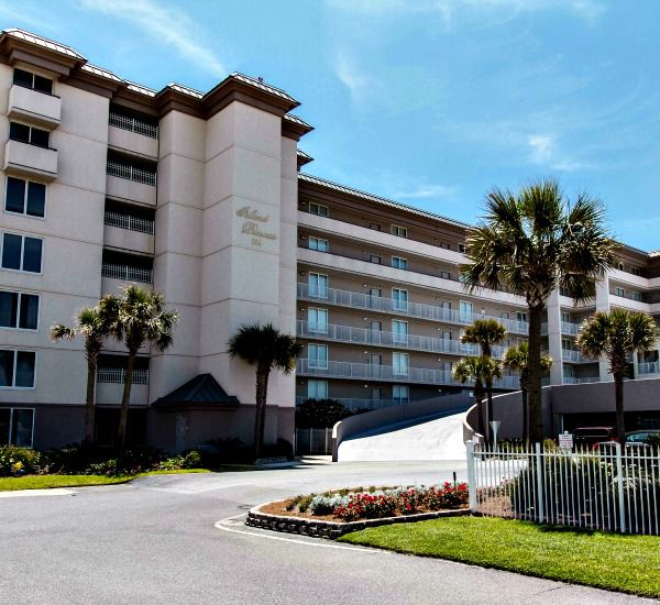 Street view and entrance at Island Princess Fort Walton