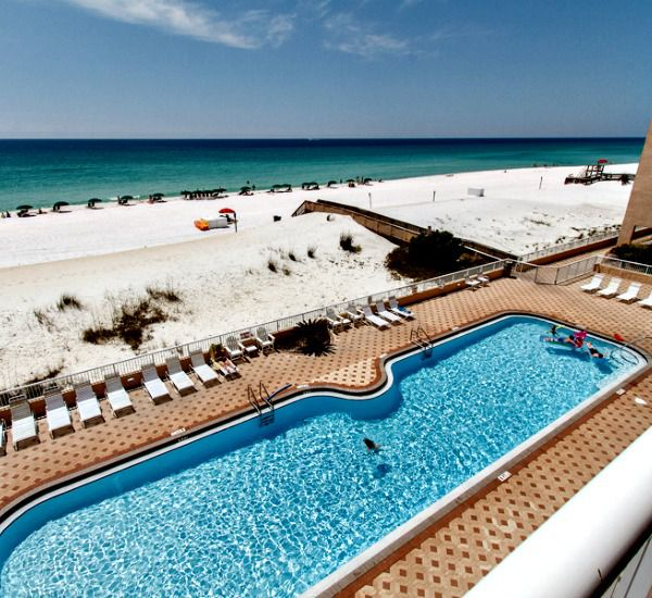 Huge pool at Islander Beach Resort  in Fort Walton Florida